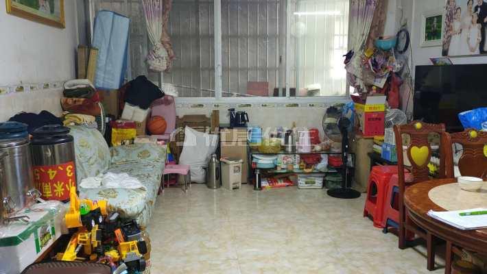 县委附近3房普装出售